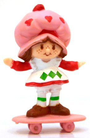 Strawberry Shortcake Mini on a Skateboard Kenner 1982 ()
