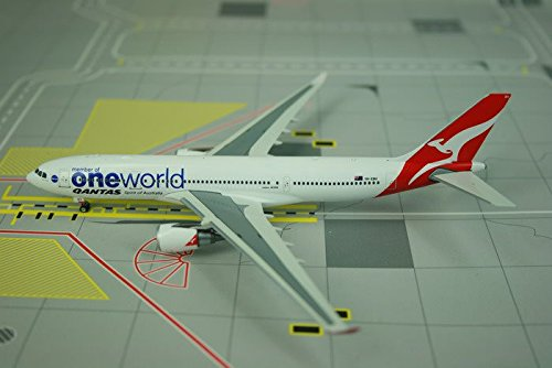 (Qantas Airways A330-200 VH-EBV One World (1:400); PH4QFA886)