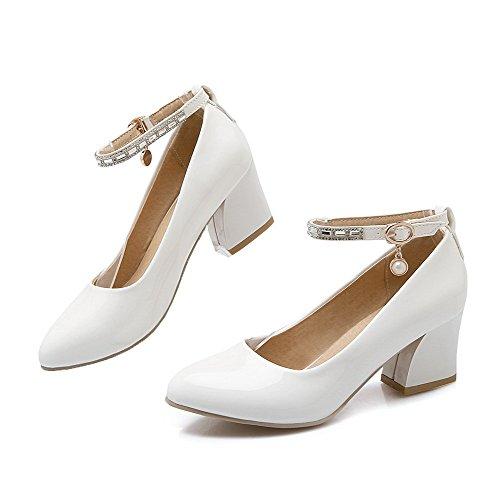 Allhqfashion Dames Solide Lakleder Lage Hakken Gesp Puntige Gesloten Teen Pumps-schoenen Wit