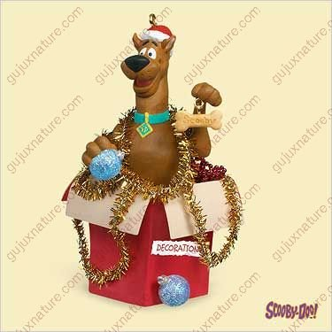 SCOOBY-DOO - DECORATING 2006 Hallmark Ornament QXI6146