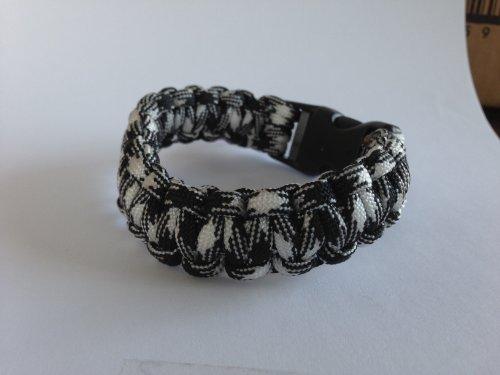 "7"" 550 Paracord Bracelet - Black & White Camo"