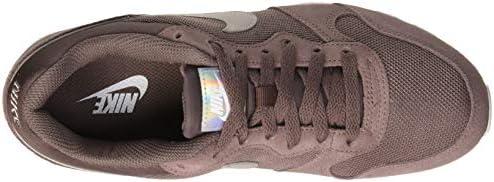 Nike Md Runner 2 Women's Sneakers, Multicolour (Plum Eclipse