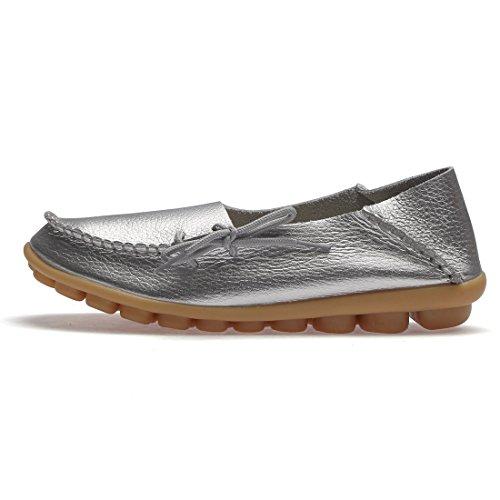 BTDREAM Damen Leder Slip-On Loafers Mokassins beiläufige flache treibende Bootsschuhe mit Memory-Foam-Einlegesohle 002-Silber