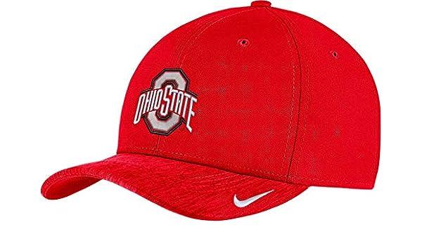 4e659bdc600ff Amazon.com   Nike Men s Ohio State Buckeyes Scarlet Aerobill Swoosh Flex  Classic99 Football Sideline Hat   Sports   Outdoors