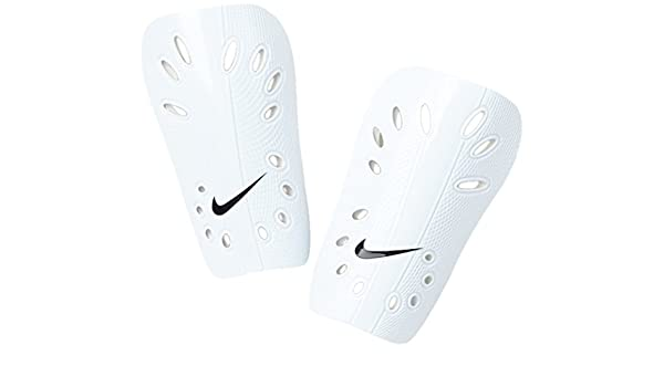 9c26b13a0b7b5 Nike Park J Guard Shin Pads (Medium): Amazon.com.au: Sports, Fitness ...