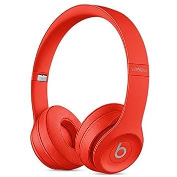 En la oreja los auriculares inalámbricos Beats Rojo