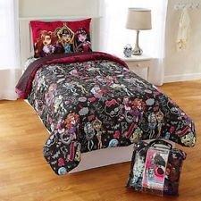 Monster High Crew Comforter Twin Size]()