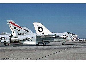 "Hasegawa 1/48 F-8J Crusader VF-194 Red Lightnings"" (Limited Edition)"""