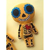 Muñeco de trapo estilo Calavarita diseñado, elaborado y pintado a mano.