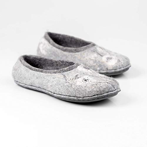 Gray felted wool slippers with flowers decoration Handmade warm woolen home shoes for women ()