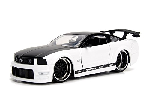 Jada Bigtime Muscle 2006 Ford Mustang GT 1/24 Scale Diecast Model Vehicle White with Black Top -  99973-MJ