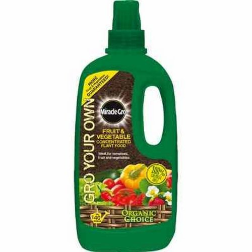 Miracle-Gro Grow Your Own Fruit and Vegetable Conc. Liq. Plant Food 1 litre by Miracle-Gro