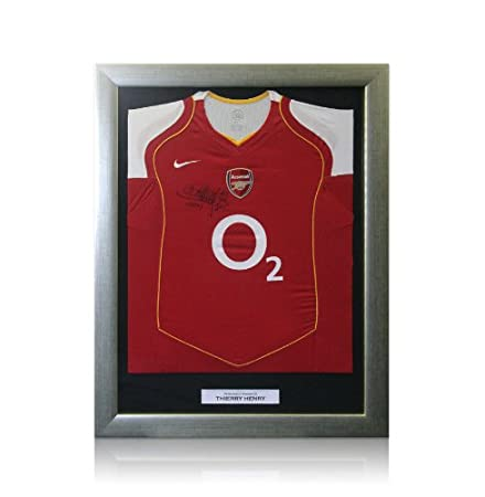 new style 1d077 88df4 Framed Thierry Henry Arsenal shirt - 2004/2005: Amazon.co.uk ...