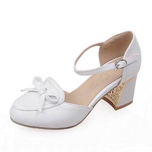 AllhqFashion Damen Weiches Material Schnalle Rund Zehe Mittler Absatz Rein Pumps Schuhe Weiß