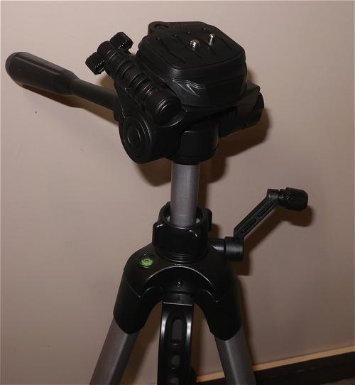 Amazonベーシック-軽量三脚-150cm-3WAY雲台-キャリングバッグ付