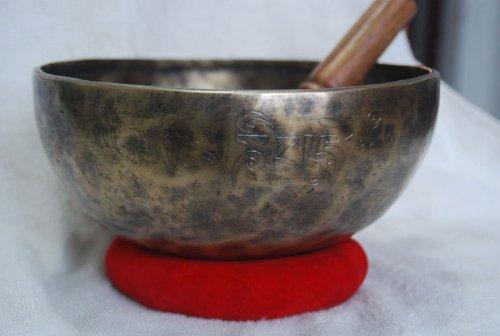 10インチRare AutiqueチベットSinging Bowl Hammered負け、瞑想Singing Bowls、手Carving withクッション& Striker   B00JEADIEM