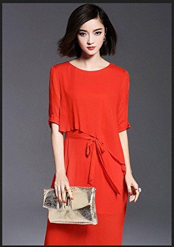 Rotes langes kleid mit armel