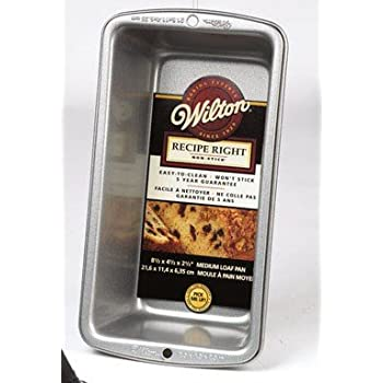 Amazon Com Wilton Loaf Pan Medium 8 1 2 Quot X 5 Quot Non Stick