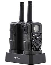 AmazonBasics - Radio a 2 vie walkie-talkie con base di ricarica, batterie, collegamento a lunga distanza, schermo LCD, radio FM (set di 2)