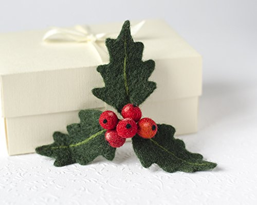 Handmade Christmas Felted Brooch Holly Berry Jewelry Gift for Women Xmas Jewellery Mistletoe Pin Holiday Party Jewelry Unique Gift for Girlfriend under 30 Original Xmas Gift Idea for Mom Ecofriendly