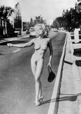 naked-girl-hitchhicker