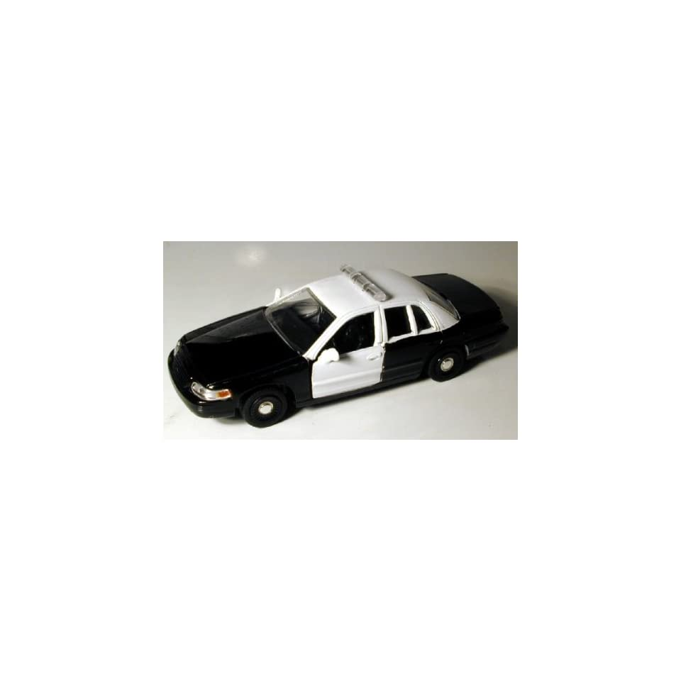 Motormax 1/43 Black & White Ford Crown Victoria Police Car