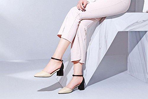 MEILI Grueso con una hebilla puntiaguda en el aire con sandalias femeninas de color. beige