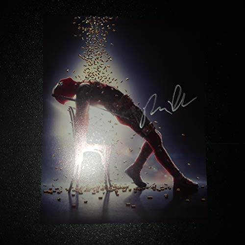 Ryan Reynolds - Autographed Signed 8x10 inch Photograph - DEADPOOL 2 ()
