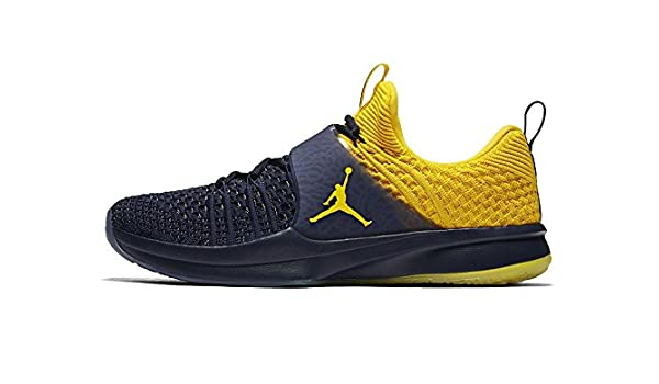 Michigan Jordan Gear >> Amazon Com Jordan Brand Michigan Wolverines Trainer 2