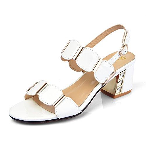 La moda de verano está usando una palabra arrastrar/Señoras con sandalias gruesas D