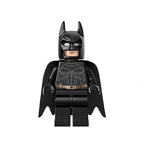 LEGO DC Comics Super Heroes Exclusive Minifigure Batman (76023)]()