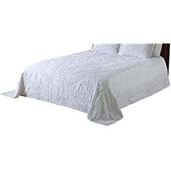 Amazoncom Twin Wedding Ring Tufted Chenille Bedspread in Sage