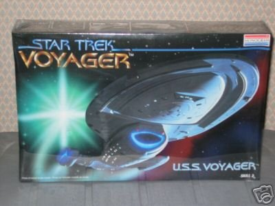 (Monogram STAR TREK USS VOYAGER Spaceship Model Kit)