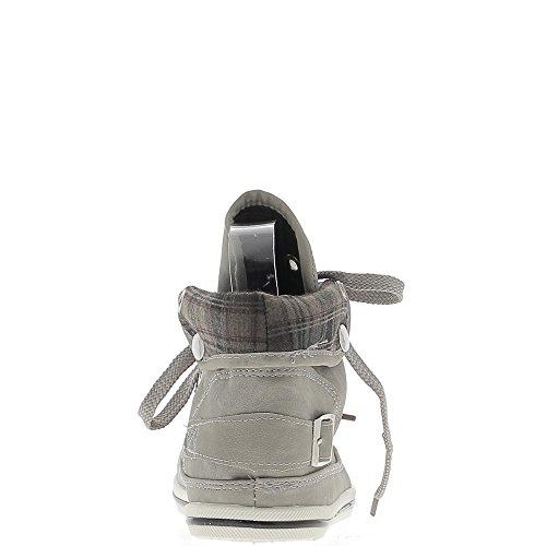 Baskets femme grises mat montantes ou basses.