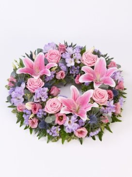 the gift shop Beautiful Funeral Flowers - UK Mainland Only - Stunning Wreath 38cms The Gift Box