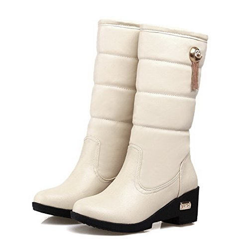 AllhqFashion Damen Mittler Absatz Hoch-Spitze Rein Ziehen auf Stiefel mit Anhänger Cremefarben