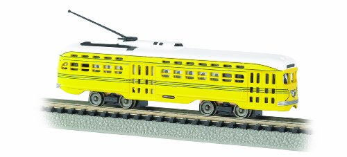 PCC (President's Conference Committee) Streamlined Streetcar - Cincinnati (yellow, green) Standard DC - N Scale ()