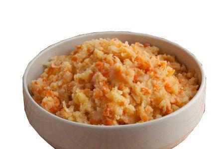 La cebolla, la Zanahoria, el Caldo, el Puré de Patatas Secas Salsa de