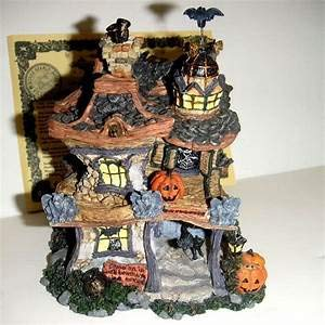Punky Boobear's Haunted Halloween House (19012) -
