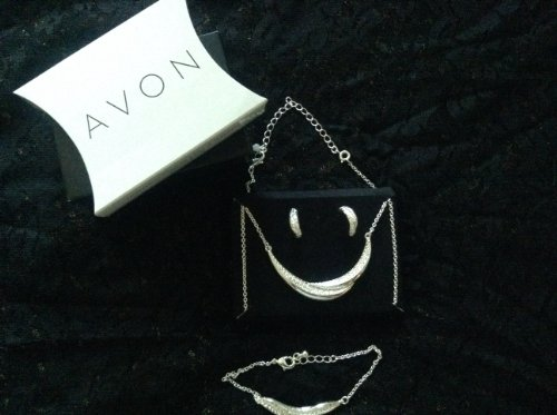Avon Earthly Beauty Gift Set (Silver Tone) - Avon Silver Tone Necklace