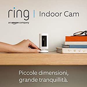 Ti presentiamo Ring Indoor Cam, una videocamera di sicurezza plug-in compatta, con immagini in HD e comunicazione bidirezionale, bianca, compatibile con Alexa