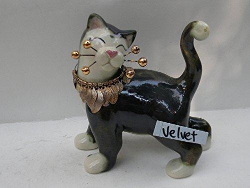 Heart Cat Figurine - 4