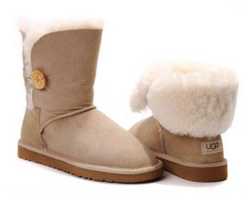 30bcf850047 UGG Women's Bailey Button Short Boot 5803 SIZE 8, SAND: Amazon.ca ...