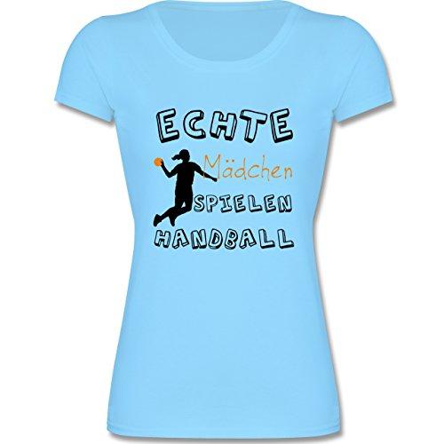 Sport Kind - Echte Mädchen Spielen Handball verspielt - 140 (9-11 Jahre) - Hellblau - F288K - tailliertes Kinder T-Shirt für Mädchen mit Rundhalsausschnitt