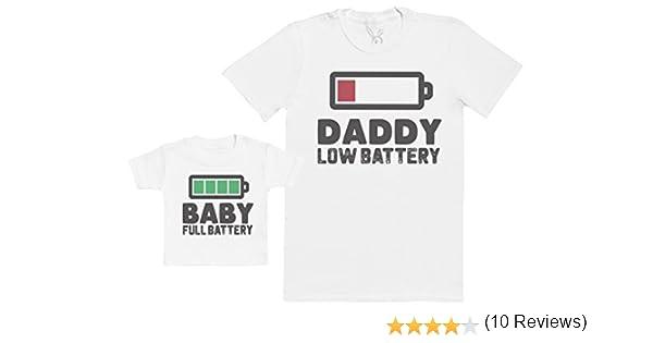 cd6c7a2cdcecf Baby Full Battery - Regalo para Padres y Bebés EN Un Camiseta para Bebés y  Una Camiseta de Hombre a Juego  Amazon.es  Ropa y accesorios