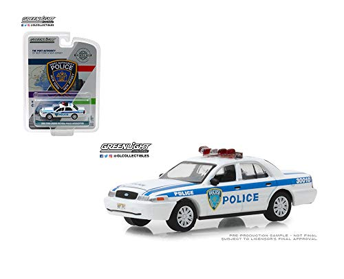 - 1:64 Hobby Exclusive - 2003 Ford Crown Victoria Police Port New York and New Jersey (White) 30010 by Greenlight