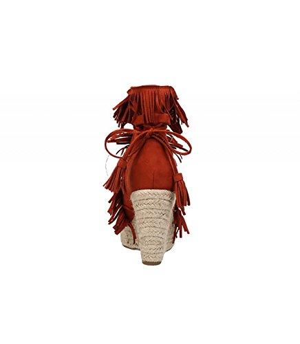 Cuña de yute color naranja. Cierre mediante lazada con borlas. Detalle de flecos en la pala. Altura de la cuña 10 cm. Naranja