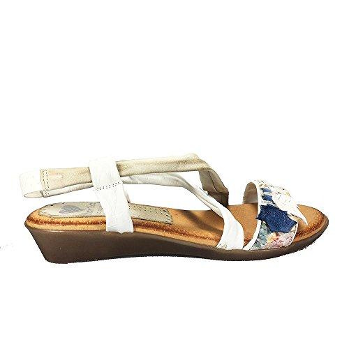 Sandalia piel blanca. Hojas pala azules. Talla 36