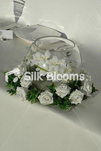 Premium blanco rosas y follaje verde diseño de flores de anillo para peceras