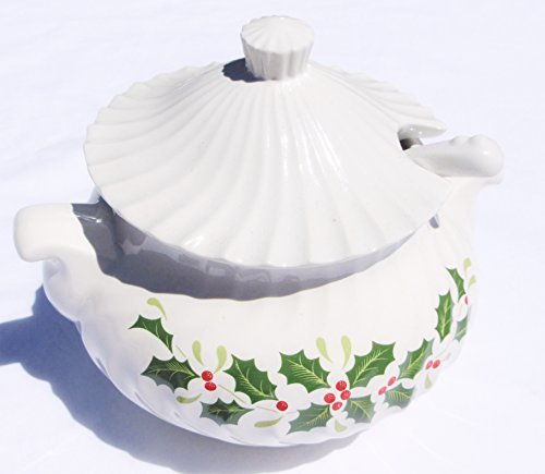 Casserole Holly (Christmas Holly Gravy Casserole with Lid and Spoon - Japan)